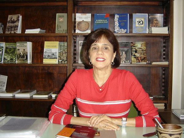Maria Lúcia Bastos Kern