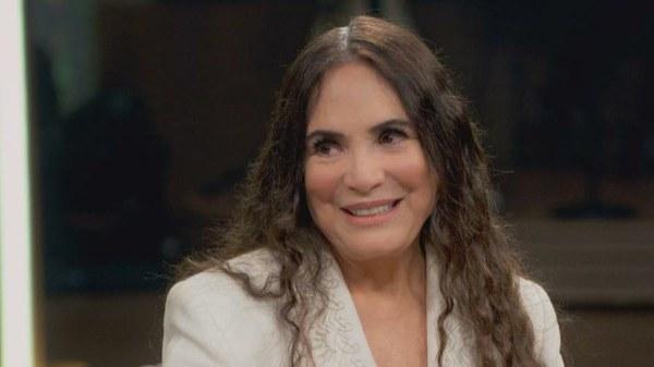 Regina Duarte confirma convite para secretaria, mas diz não estar preparada