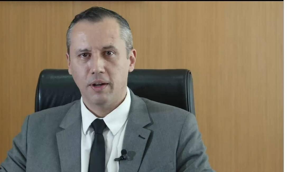 'Vou provar que estou bem da cabeça', diz Roberto Alvim em resposta a Olavo de Carvalho