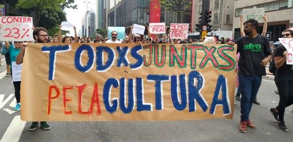 Ato na Avenida Paulista une artistas contra cortes na cultura do Estado de São Paulo